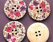 6 Large Wood Buttons Retro Floral Design 30mm B44