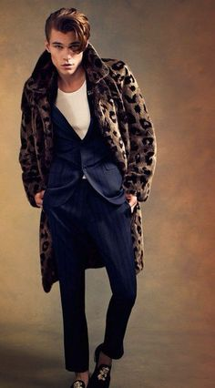 #youcancallmehitch #barneybarrett #barney-barret #minimalism #fashion #style #menswear #furcoat #gq #burberry #prorsum