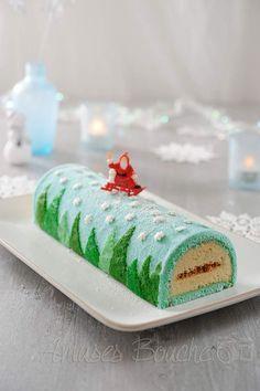 Bûche de Noël, Forêt sous la neige Christmas Goodies, Christmas Desserts, Christmas Baking, Cake Cookies, Cupcake Cakes, Christmas Cake Decorations, Log Cake, Xmas Food, Cute Cakes
