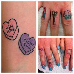 Bei tattoos (heart shell and lipstick) an some other cute finger tattoos x. by australian tattoo artist lauren winzer.