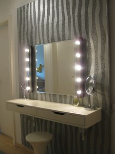 Homemade dressing table Source by Vanity Room, Diy Vanity, Dressing Room Design, Dressing Table, Room Ideas Bedroom, Bedroom Decor, Sweet Home, Homemade Dressing, Attic Rooms