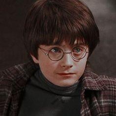 Harry James Potter, Harry Potter Wattpad, Daniel Radcliffe Harry Potter, Mundo Harry Potter, Harry Potter Icons, Harry Potter Pictures, Harry Potter Aesthetic, Harry Potter Cast, Harry Potter Fandom