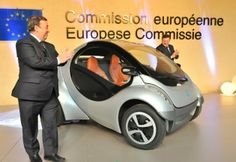 Fold-up car of the future unveiled for Europe