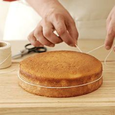 How to neatly halve a cake