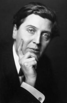 Alban Maria Johannes Berg (1885-1935), was an Austrian composer. He was a student of Arnold Schoenberg and belonged to the Second Viennese School. As they ventured into atonality and twelve-tone then, writing works linked to the expressionist aesthetic, but his music also has a sound that always evokes tonality, always evoking the romance, and a markedly dramatic slope. His three best known works are the Concerto for Violin and operas Wozzeck and Lulu.