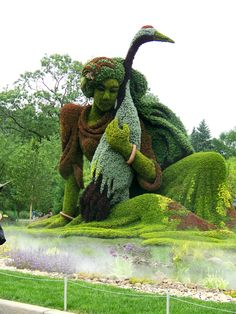 Botanical Gardens in #Montreal (submitted by Bill L.) Now that's a topiary!!