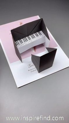 c shoes packaging 💕Lovely paper piano for music lovers! Diy Crafts Hacks, Diy Crafts For Gifts, Diy Home Crafts, Diy Arts And Crafts, Paper Crafts Origami, Paper Crafts For Kids, Diy Paper, Paper Art, Music Paper