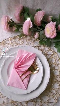 Paper Flowers Craft, Paper Crafts, Fancy Napkin Folding, Beautiful Table Settings, Food Decoration, Cake Decorating Techniques, Diy Home Crafts, Paper Napkins, Afternoon Tea