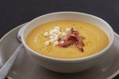 Retrouvez la soupe de potiron et de pommes Ariane au lard fumé, une recette délicieuse pour un goût savoureux !