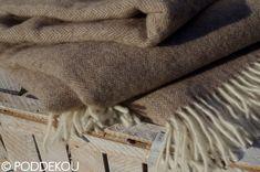 Svetlo hnedo biela deka so vzorom rybia kosť.    Merino mohérová deka orieškovo hnedá so strapcami. Wool Blanket, Blankets, Blanket, Carpet, Quilt
