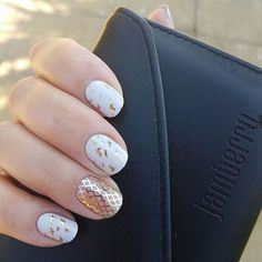 This has to be the best mani I've seen all week. #goldfishnetjn which is the current #TBT wrap (available until thursday) - and #yourownwayjn which is the golden #birdwrap #birdnails #birdmanicure which is part of the #stylebox collection from #july2017 - and it can still be purchased if you sign up for the #styleboxjn amazing stuff I must say.