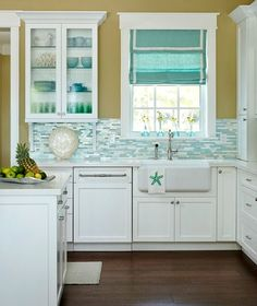 Turquoise Beach Theme Kitchen in a Florida Home: http://www.completely-coastal.com/2016/05/turquoise-blue-white-beach-theme-kitchen.html