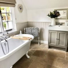 Ready to dive into this tub! One hour to go and counting ✌🏻 How was your Monday, I mean Tuesday whichever day it is? White Bathroom, Small Bathroom, Master Bathroom, Bathroom Ideas, Cottage Shabby Chic, Victorian Bathroom, Family Bathroom, Lodge Bathroom, Cottage Interiors