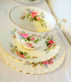 VINTAGE ROYAL ALBERT MOSS ROSE TRIO TEA CUP SAUCER PLATE SET, I saw a whole set of dishes in this pattern once including teapot...but out of my price range at the time...sigh