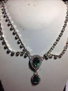 #collana in fili di #cristallo con doppio #pendente in cristallo verde Su www.oro18.eu #oro18 #bigiotteria #bijoux #jewelry