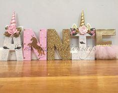 Que Licorne lettre juste licornes avec bandeau floral/corne | Etsy