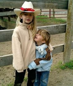 35 Times Gigi, Bella, and Anwar Hadid Were Total Sibling Goals Anwar Hadid, Gigi Hadid 2014, Siblings Goals, Hard Working Women, Vogue Magazine Covers, Beautiful Little Girls, Ballet, Love Her Style, Models