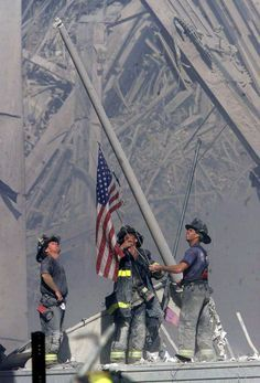 September 11, 2001 — Raising the Flag at Ground Zero | The 50 Most Powerful Pictures In American History