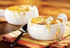 Comment faire une soupe à l'oignon gratinée?   .coupdepouce.com Veggie Galaxy, I Love Food, Good Food, Soup Recipes, Cooking Recipes, Confort Food, Bon Appetit, Entrees, Healthy Lifestyle