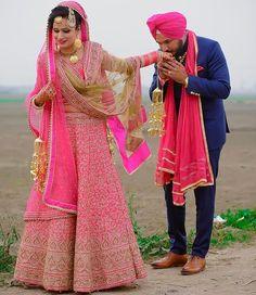 Punjabi bride and groom fashion idea for Indian Sikh wedding Punjabi Wedding Couple, Indian Wedding Couple Photography, Wedding Couple Photos, Punjabi Couple, Wedding Couples, Sikh Wedding, Couple Shoot, Indian Bridal Lehenga, Indian Bridal Fashion