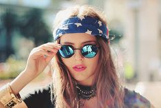 How to wear a bandana in your hair as a headband oakley sunglasses ideas Estilo Grunge, Estilo Hippie, 90s Grunge, Oakley Sunglasses, Mirrored Sunglasses, Sunglasses Women, Blue Sunglasses, Prada Sunglasses, Summer Sunglasses