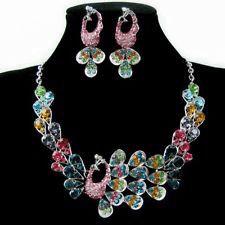 set pavo real multicolor RD$2,550 #Trendopolis #CiudadanoTrendopolis #collar #joyas #moda #necklace #jewelry #fashion #pavoreal #peacock #multicolor