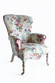 un sillon vintage floral para mi rincón creativo, ideal para la hora del crochet.
