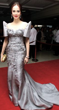 a modern style with a train silver Baro't saya and organiza lace. Modern Filipiniana Dress, Filipiniana Wedding, Philippines Outfit, Winter Gowns, Filipino Fashion, Dress Outfits, Fashion Dresses, Formal Wear Women, Gowns Of Elegance