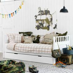 Deze bedbank van Coming Kids is heel handig als er logeetjes komen. In de lade eronder ligt nog een extra matras.