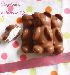 ♥ Homemade marshmallow teddy bear (express version for gourmands in a hurry . Mini Desserts, No Bake Desserts, Delicious Desserts, Meringue Pavlova, Thermomix Desserts, Homemade Marshmallows, Gourmet Gifts, No Sugar Foods, Croissants