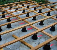 cration dune terrasse bois avec lambourde et plots construction terrasse bois pinterest decking