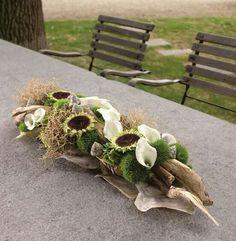 Flower decoration (from FB) Tropical Flower Arrangements, Tropical Flowers, Fresh Flowers, Deco Floral, Arte Floral, Floral Design, Sunflower Centerpieces, Simple Centerpieces, Grave Decorations