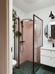 Bathroom tips, master bathroom renovation, bathroom decor and bathroom organizat. Bathroom tips, master bathroom renovation, bathroom decor and bathroom organization! Diy Bathroom Decor, Bathroom Renos, Bathroom Interior Design, Home Interior, Decorating Bathrooms, Bathroom Organization, Shiplap Bathroom, Bathroom Modern, Bathroom Storage
