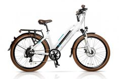 The Magnum Metro 2018 Model is an urban commuting electric bicycle. Features include extended battery life, a powerful rear motor and adjustable handlebars. Hybrid Electric Bike, Electric Bike Review, Best Electric Bikes, Folding Electric Bike, Electric Bicycle, Electric Beach, E Bike Battery, Bicycle Lights