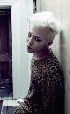 G-DRAGON - CROOKED Crooked is my favorite GD song, he totally encompassed how I feel after break ups