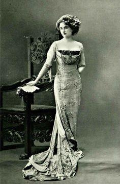 Gown, 1909.    jαɢlαdy