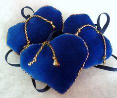 Various christmas velvet hearts 6 pieces by KatarinasChouse Velvet Heart, Fashion Backpack, Hearts, Throw Pillows, Creative, Christmas, Handmade, Bags, Etsy
