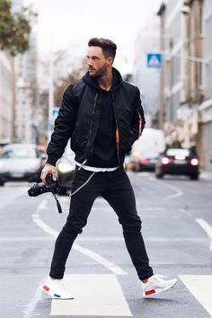 Style Casual, Casual Outfits, Black Outfits, Men's Style, Casual Styles, Winter Outfits, Men With Street Style, Leather Jacket Street Style Men, Men Street Styles