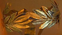 Sæt ild til et laurbærblad i huset – din krop vil takke dig bagefter L Eucalyptus, Bay Leaves, Laurel Wreath, What Happens When You, Hair Pieces, Hair Bows, Natural Remedies, Essential Oils, Wreaths