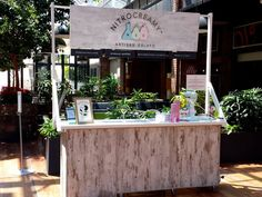 Liquid nitrogen ice cream parlour NitroCreamy has opened a pop-up at Wembley Square Gardens in Cape Town. No freezer needed by a pop-up while serving this type of ice cream!