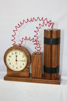 Easy, Quick Answers About Woodworking Are Here. That is true of woodworking as well, especi Clock Art, Diy Clock, Small Wood Projects, Diy Projects, Wood Crafts, Diy And Crafts, Cool Clocks, Wall Clock Design, Creation Deco