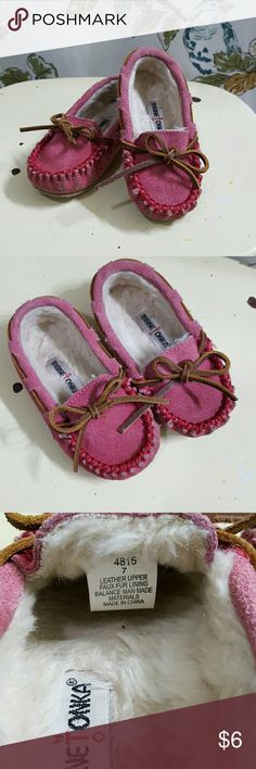 💗Kids Minnetonka Moccasins💗 Super cute! Authentic Minnetonka! Pink. Worn but lots of life left! Minnetonka Shoes Moccasins