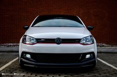 Blacked out Front! Pajero Off Road, Golf Gti R32, Vw Racing, Polo R, Combi Vw, Volkswagen Polo, Vw Cars, Car Photos, Cars And Motorcycles