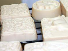 DIY Goats Milk Soap - Tutorial at the click Soap Making Recipes, Soap Recipes, Goat Milk Recipes, Soap Tutorial, Candlemaking, Handmade Soaps, Diy Soaps, Organic Soap, Goat Milk Soap