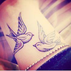Two oulik birds