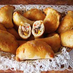 Pierogi z farszem pizza Bread Dumplings, Tortellini, Ravioli, Pretzel Bites, Lunch Box, Food And Drink, Pizza, Cooking Recipes, Treats