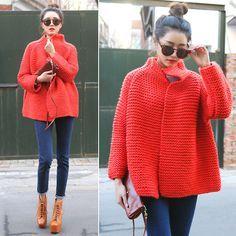 Sart(re)orial... Le merveilleux manteau rouge tricoté. Il faut juste trouver un patron...
