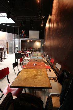 les tables et le container (de Tabary Le Lay )