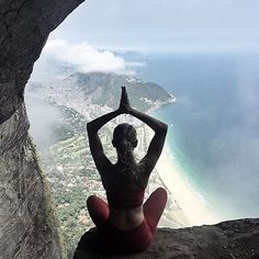 """""""Real peace is always unshakable...Bliss is unchanged by gain or loss."""" ~ Yogi Bhajan ✌✨ #yogapose : @sheisnotlost via @edgeofmore"""