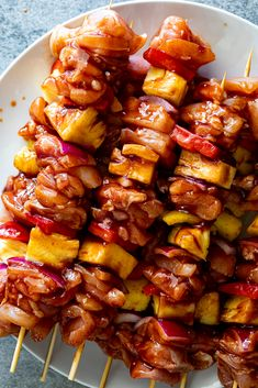 Hawaiian chicken skewers - Simply Delicious Hawaiian chicken skewers - Simply Delicious Hawaiian chicken skewers with pineapple, peppers and onions. Sweet and sticky Hawaiian chicken skewers with pineapple, red bell pepper and onion. Grilled Chicken Recipes, Easy Chicken Recipes, Grilled Food, Cooking Recipes, Healthy Recipes, Grill Recipes, Cooking Food, Food Food, Side Dishes Easy